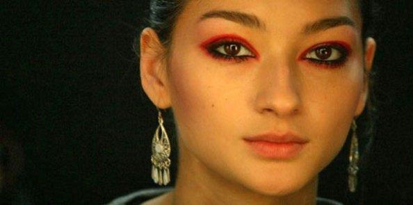 Resultado de imagem para looks com sombras vermelhas